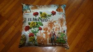 coussin Flamenco vintage en soie (dim 60X60) verso serviette blanche monogrammée