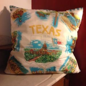 Coussin foulard touristique Texas en soie . Dim : 60x60.  cm (Original annees 50-60)