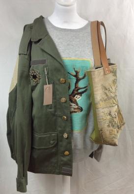 Et toujours les vêtements customisés canevas , les sacs , les coussins ...