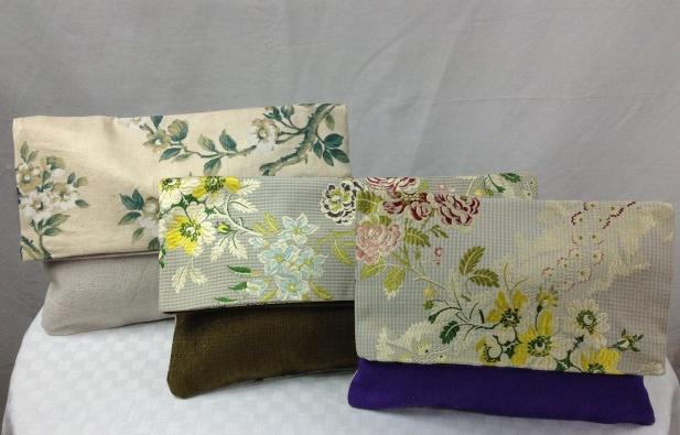 3 pochettes en soie ancienne Dim de gauche a droite : 30x20 , 35x20 ,25x20